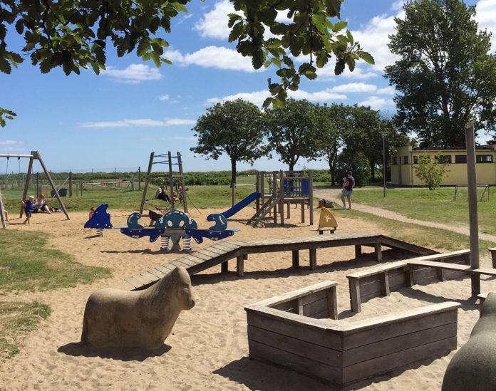 børnevenlig legeplads ved strand Risskov